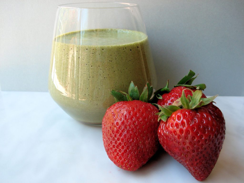 Anti-aging-Strawberry-Energy-Smoothie-029