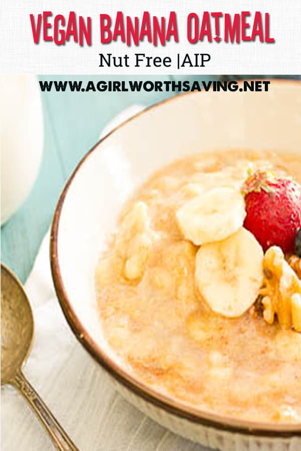 This simple banana and cream oatmeal is a quick breakfast! Paleo, Vegan and AIP, it uses only 4 ingredients!