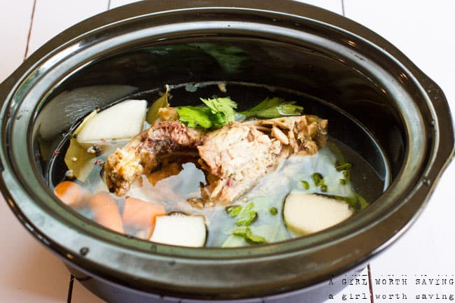 How to make chicken broth in a crockpot