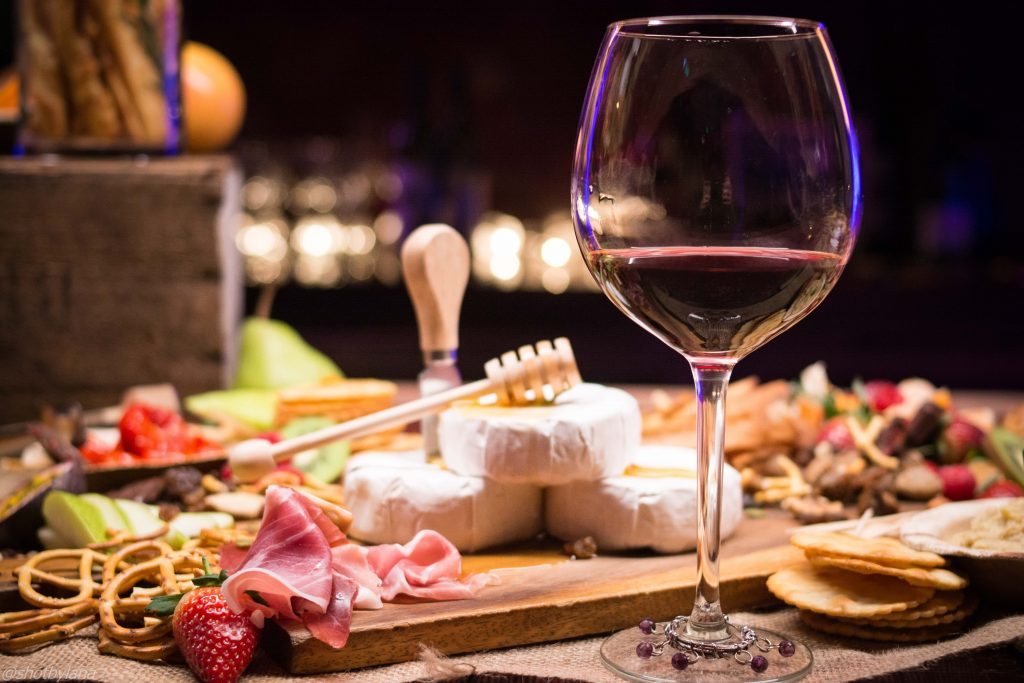 You don't need to be a wine expert to learn which types of wine work best with which styles of food. It can be quite easy to train your taste buds to soon be picking out the ideal wines.