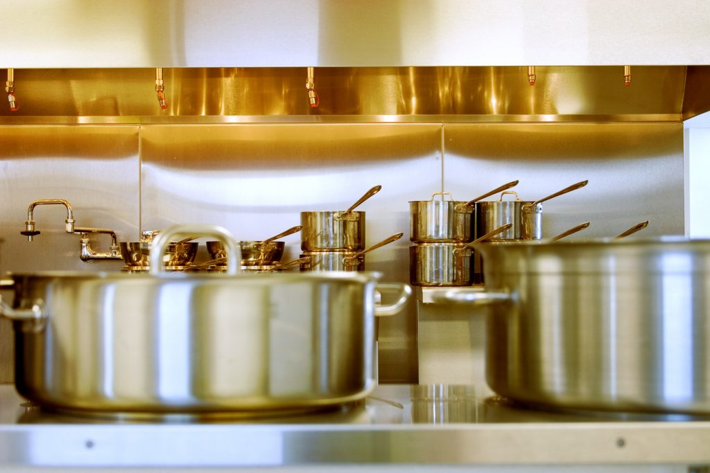 various stainless steel pots and pans in this best non toxic cookware review