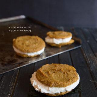 paleo pumpkin whoopie pies