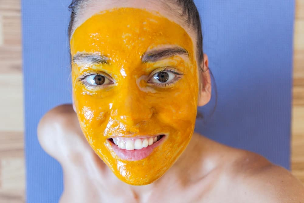 Turmeric can help to cleanse, smooth and improve the appearance of your skin. It's being said that it helps to soothe acne and aid in healing blemishes. Treat your skin to this DIY Turmeric Face Mask.