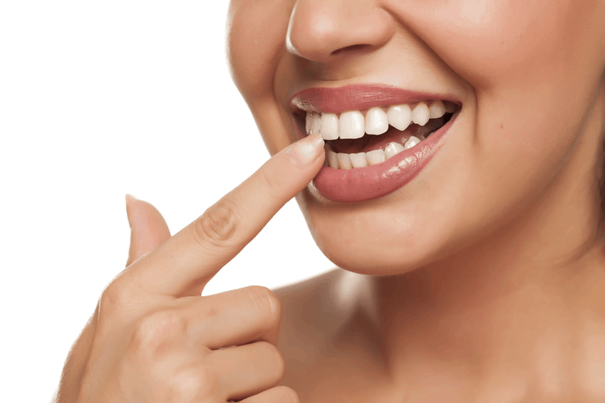 3 Ways to Whiten Your Teeth at Home